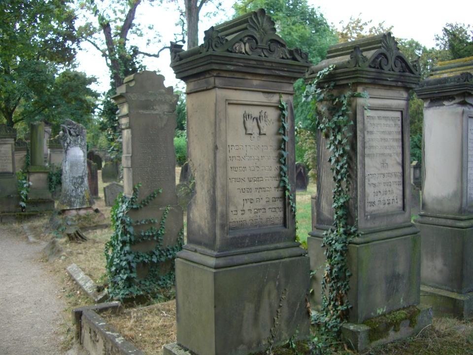 BillionGraves, Jewish, genealogy, family history, GPS, BillionGraves app, Israel, Jew, Hebrew, cemetery, grave, hand, Cohen, gravestone
