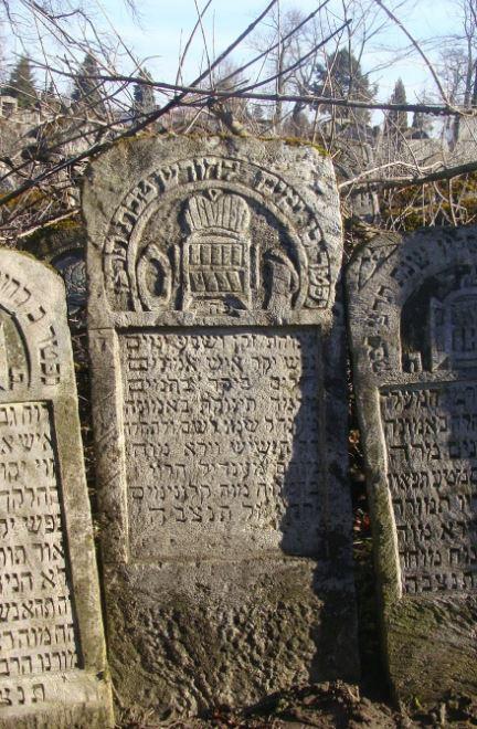 high priest, crown, symbol, BillionGraves, Jewish, genealogy, family history, GPS, BillionGraves app, Israel, Jew, Hebrew, cemetery, grave, gravestone