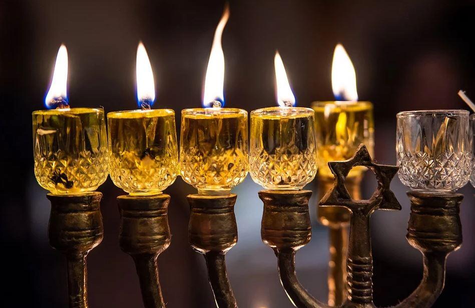BillionGraves, Jewish, genealogy, family history, GPS, BillionGraves app, Israel, Jew, Hebrew, cemetery, grave, gravestone, menorah, candles