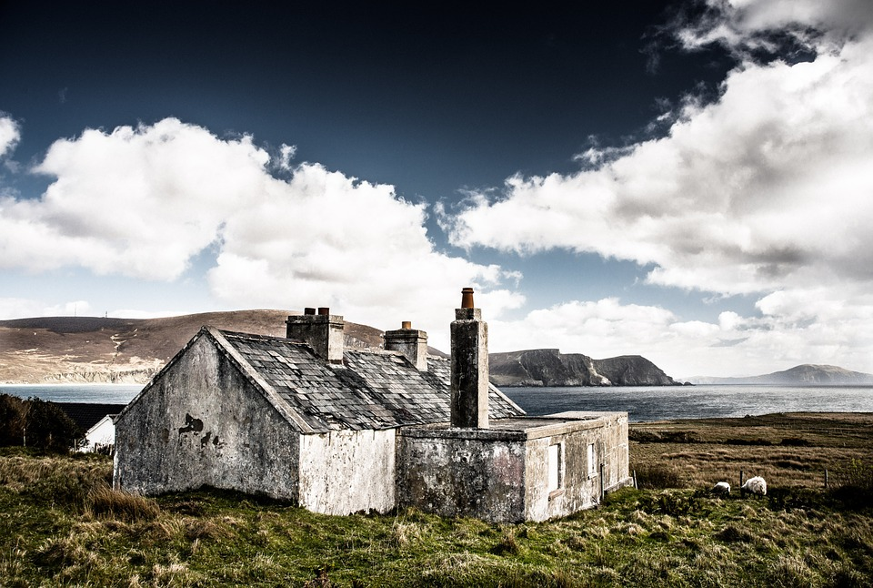 Irish cottage, sea, BillionGraves, Irish famine, potato famine, St. Patrick's Day, Ireland, genealogy, ancestors, BillionGraves, cemetery, gravestone, Celtic